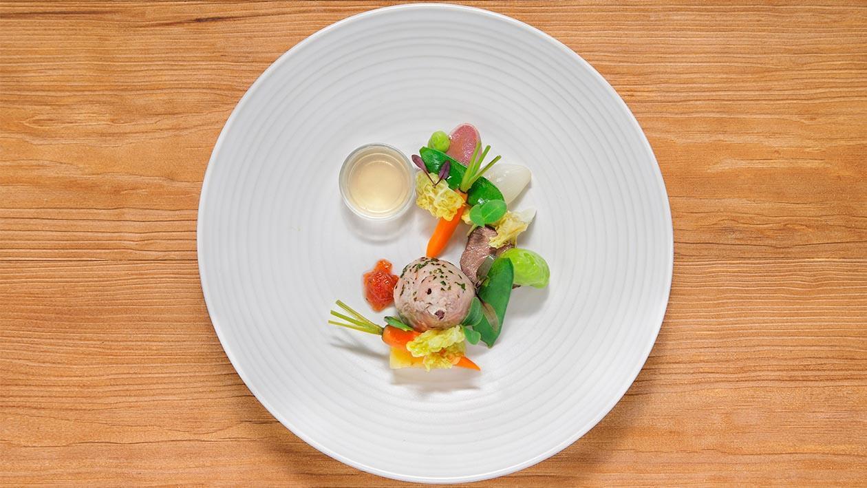 義大利燉肉.佐以蔬菜搭配碧綠醬汁泡沫
