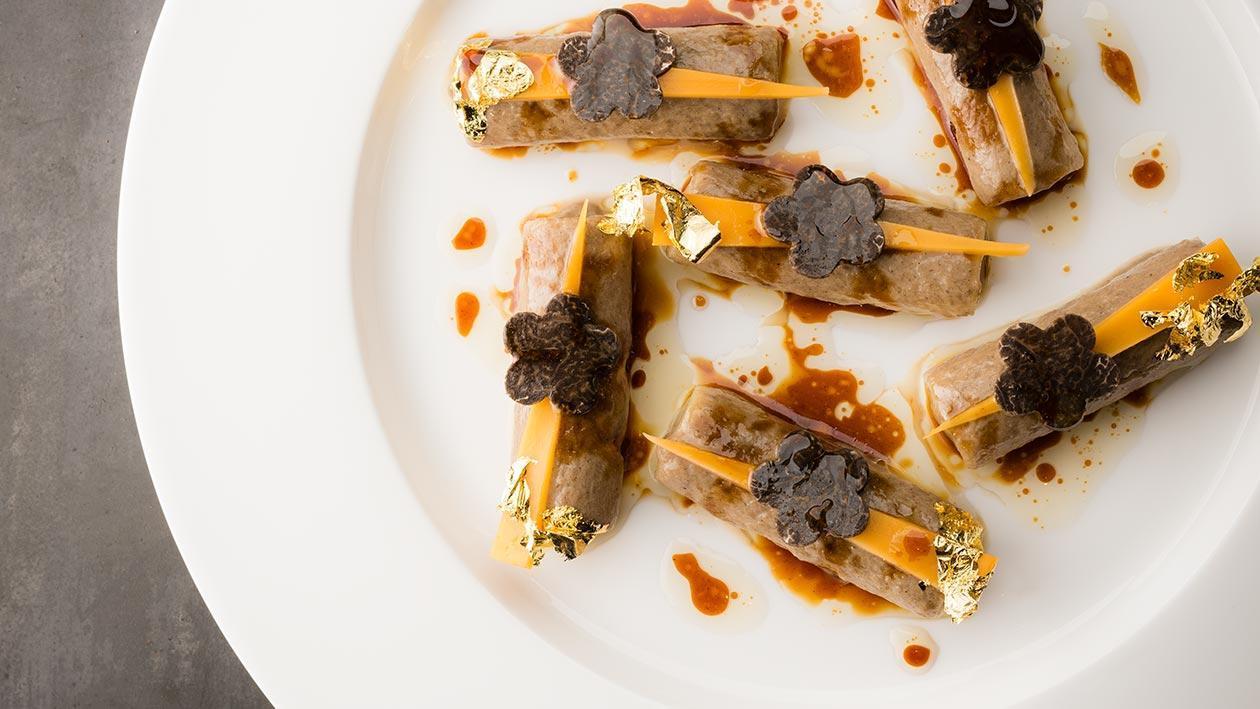 義大利筆管麵鑲松露牛肝菌風味米莫雷特起司飾以紫花酢漿草