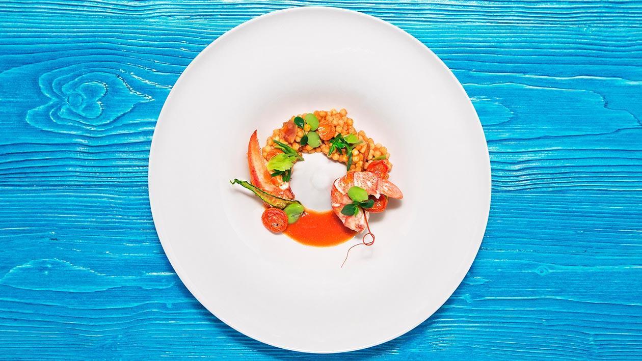 薩丁尼亞珍珠麵佐白酒龍蝦.飾以羅勒、蠶豆、風乾蕃茄及魚子(簡化版)