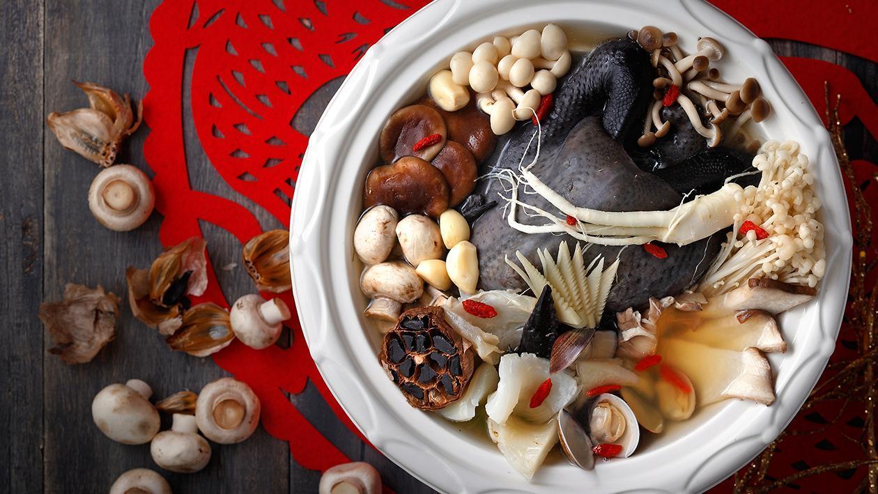 黑鑽百菇燉雞湯